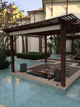 InterContinental Hua Hin Resort : 水中餐桌