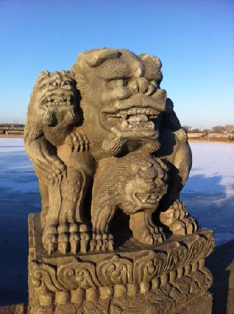 Lugou Qiao (Marco Polo Bridge): 很漂亮