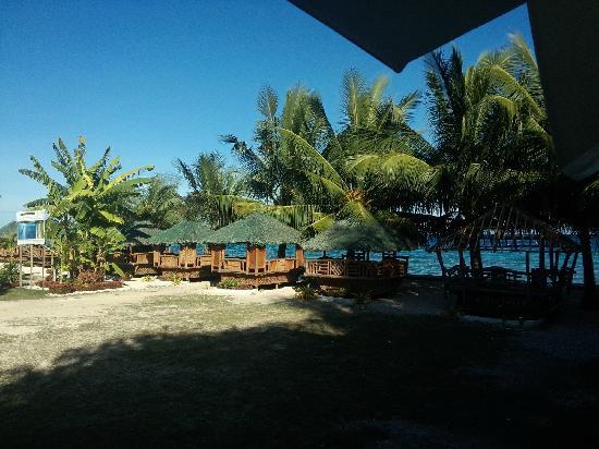 Aaron Beach Resort: 酒店海滩