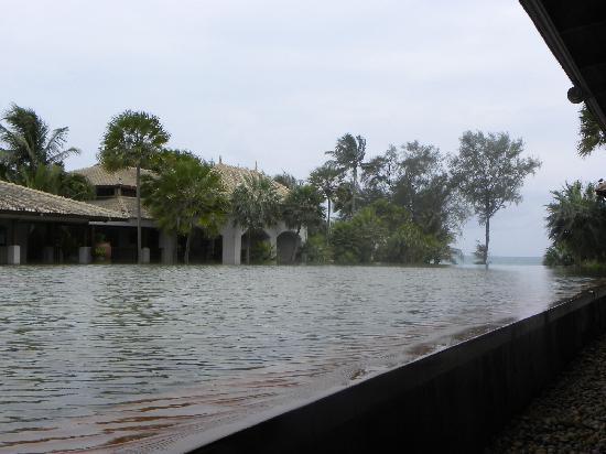 Marriott's Phuket Beach Club: 酒店里的超大水池