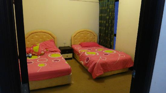 Marina Court Resort Condominium: 房间