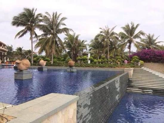 Potters Resort: 无边游泳池