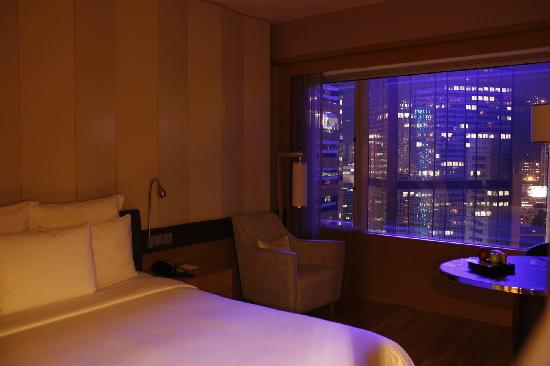 Renaissance Hong Kong Harbour View Hotel : 客房夜景