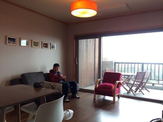 Jejueco Suites: 房间客厅