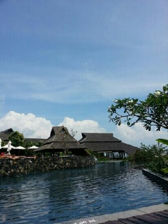 Nora Buri Resort & Spa: 无边泳池