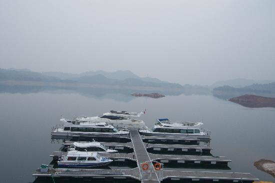 Thousand Island Lake (Qiandao Hu): 1