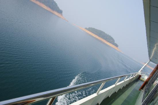Thousand Island Lake (Qiandao Hu): 2