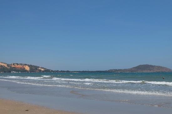 Pandanus Resort: 酒店的沙滩
