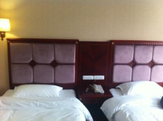 Haojie Hotel : 床