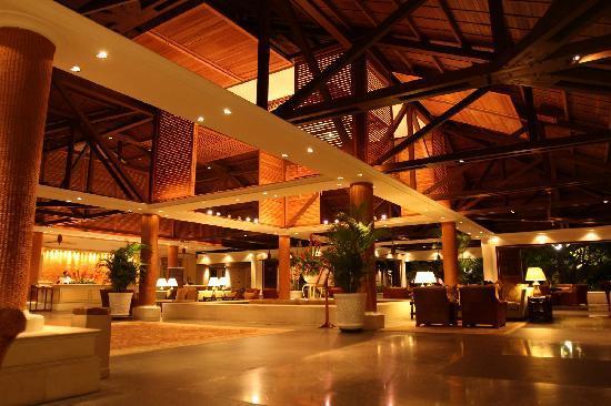 The Laguna, a Luxury Collection Resort & Spa: 大厅