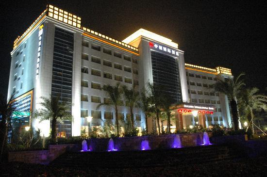 Centenio International Hotel: 酒店夜外景