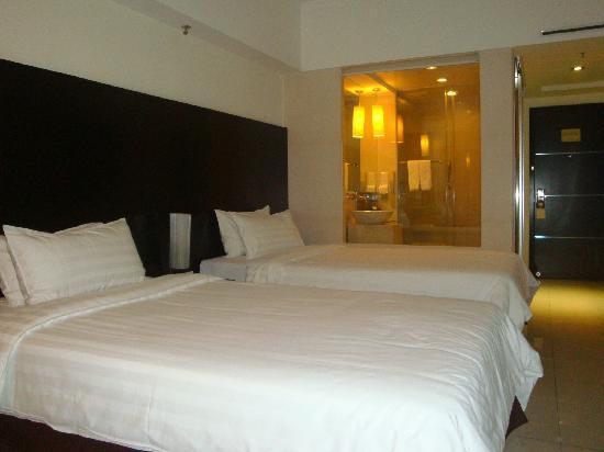 Clifford Hotel and Resort Center: 标准间竟然如此大的两张床