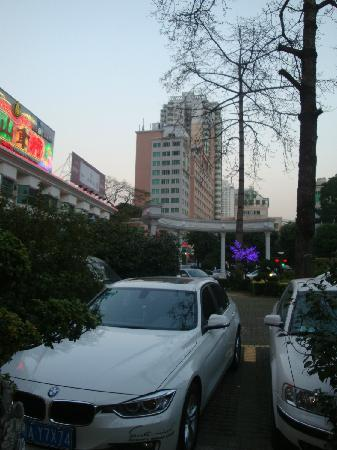 Dong Shan Hotel : 闹市停车,此处最佳