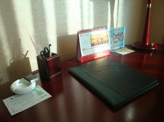 Dong Shan Hotel : 办公桌上的新年台历