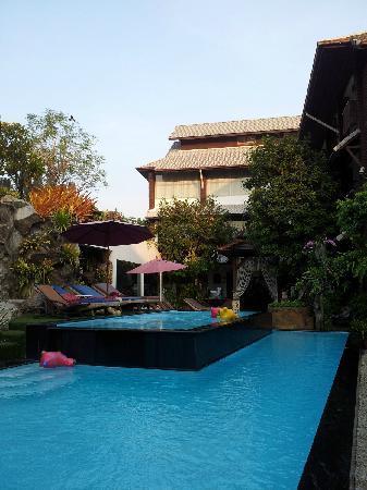 Kodchasri Thani Chiang Mai : swimming pool