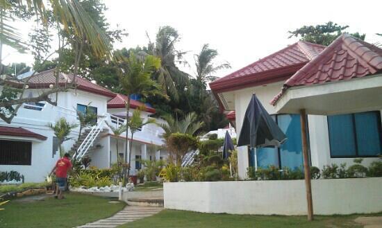 Alona Kew White Beach Resort: 花园
