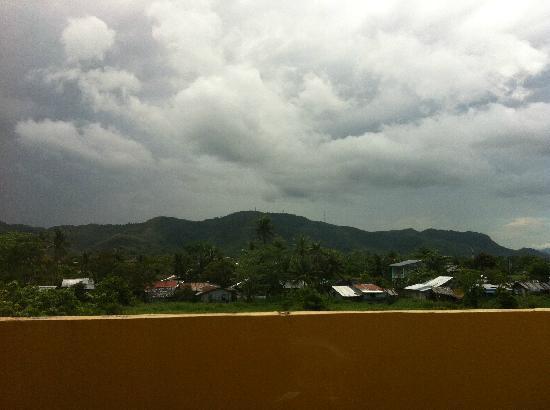 Go Hotels Tacloban: 走廊往外看