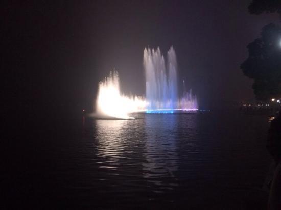 China Private Tours-Day Tour : 西湖音乐喷泉