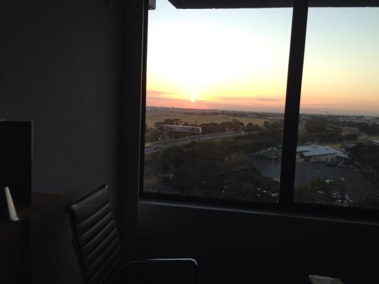 Holiday Inn Melbourne Airport: 日出