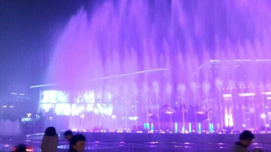 Spring City Square : 泉城广场的喷泉