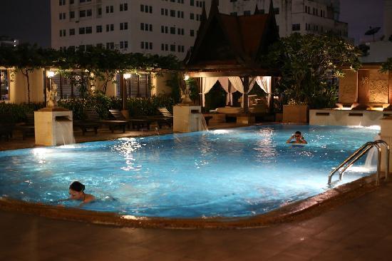 The Sukosol: 泳池