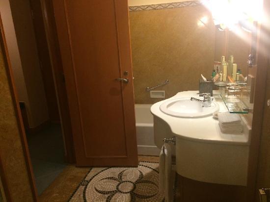 Shangri-La Hotel, Singapore: 浴室