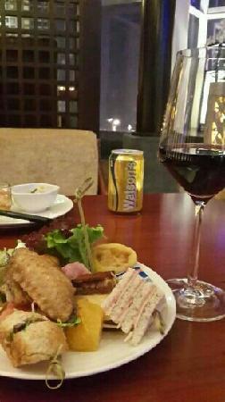 Minshan Hotel: happy hour