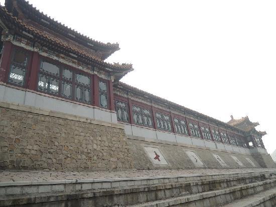 The Ming Tombs Reservoir: 十三陵水库大坝