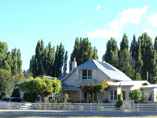 Riversong Bed & Breakfast : beautiful house