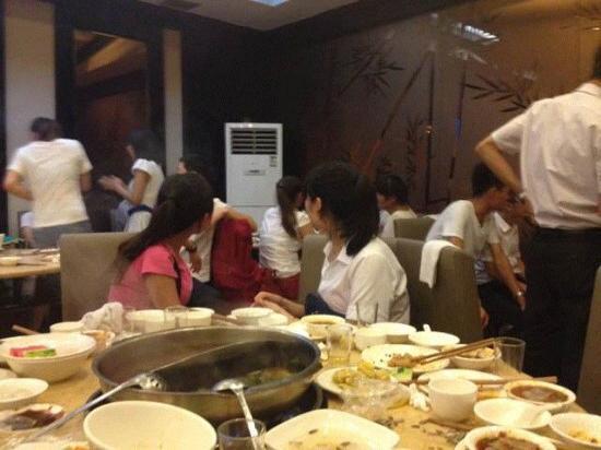 Haidilao Hot Pot Cheng (Jiefang Road): 服务超级好的
