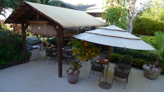 Maui Garden Oasis: 花园早餐区