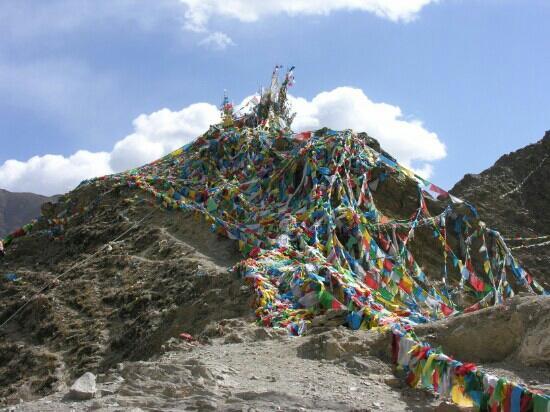 Benri Mountain: 经幡挂满山顶
