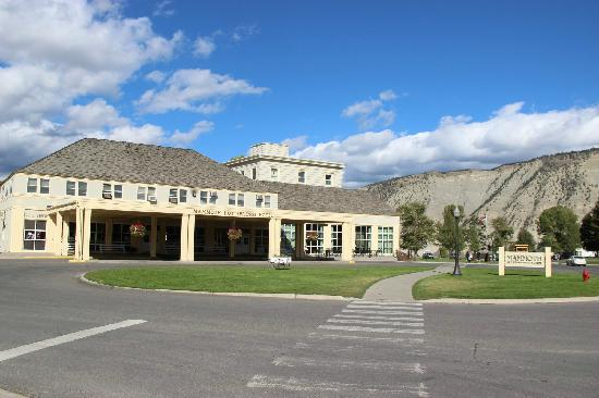 Mammoth Hot Springs Hotel & Cabins: 风景