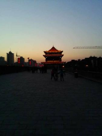 Xi'an City Wall (Chengqiang): 夜景