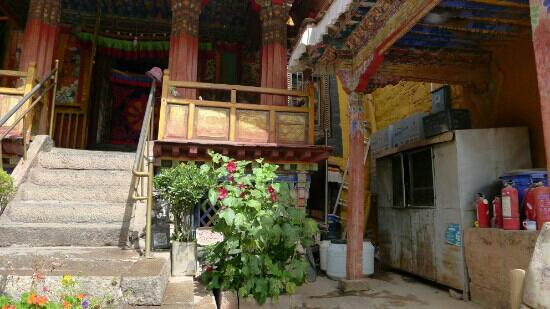 Nadang Temple: 规模不是很大,比较有特色