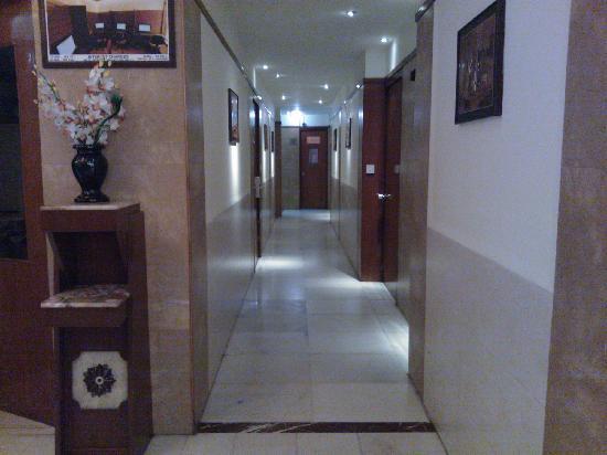 Hotel Amar: 走廊