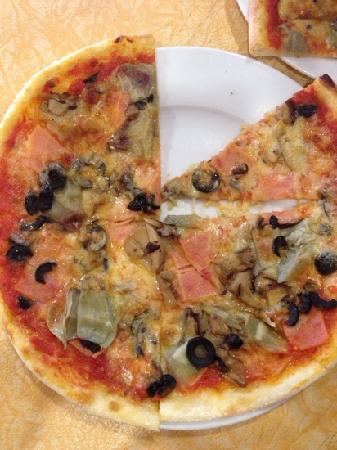 Little Italy: 四季pizza