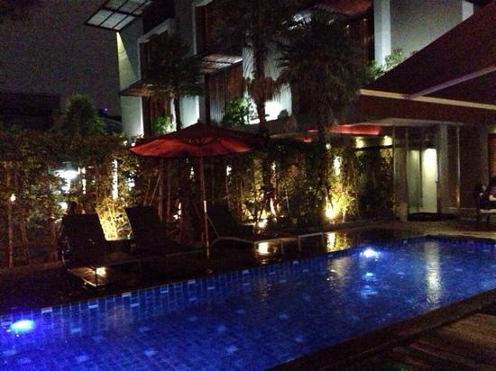 Siam Swana Hotel: 夜色