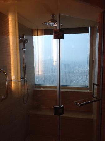 Suzhou Marriott Hotel: 边洗边看