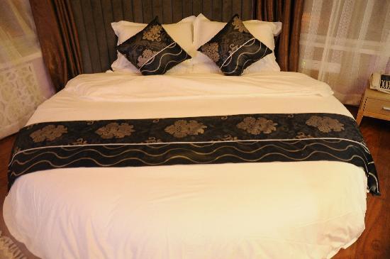 Wangjunfu Hotel: 时尚圆床房