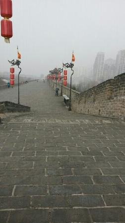 Xi'an City Wall (Chengqiang): 明朝的环城高速路。