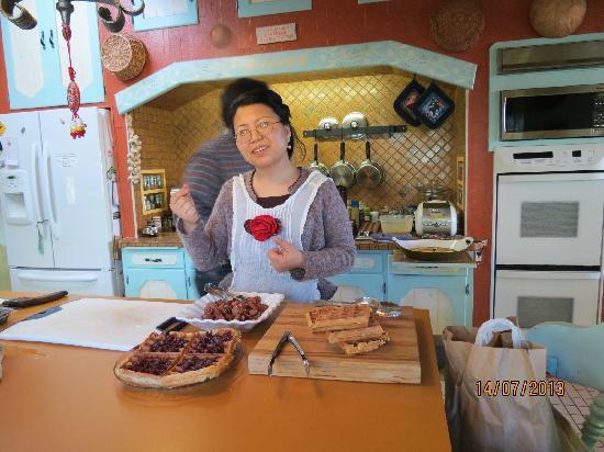 Halcyon Heights B&B / Inn: 热情好客的女主人准备早餐