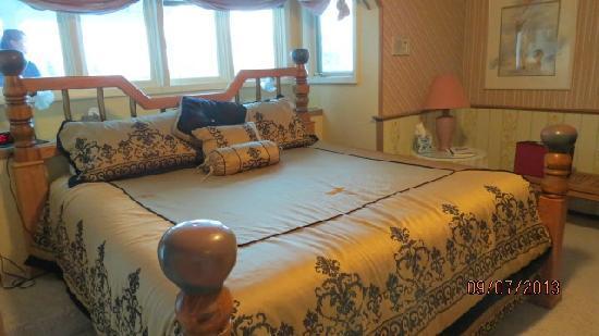 Halcyon Heights B&B / Inn : 舒适的双人大床
