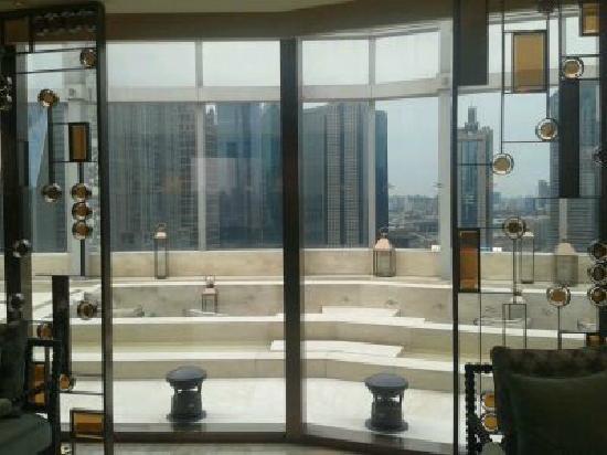 IFC Residence: 26樓的露臺