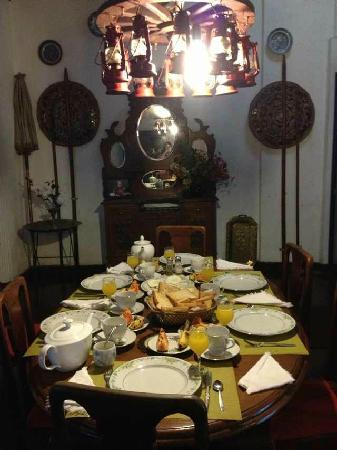 Madugalle Friendly Family Guest House: 餐厅独特的设计,非常有历史感