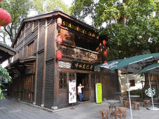 Architectural buildings of Sanfang Qixiang and Zhuzi Workshop: 三坊七巷里的星巴克