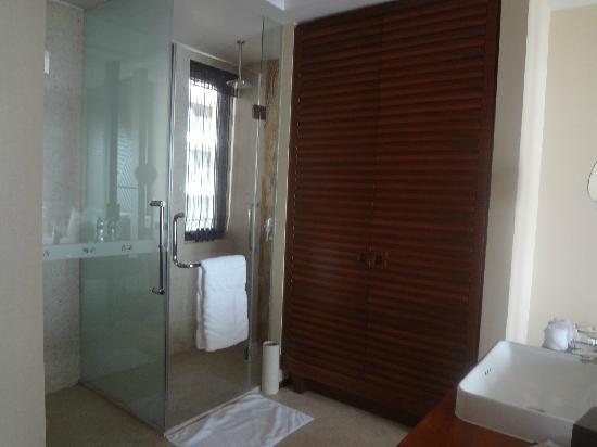Pullman Oceanview Sanya Bay Resort & Spa: 卫生间