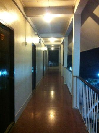 Ayutthaya Grand Hotel: 便宜的房间没有网络