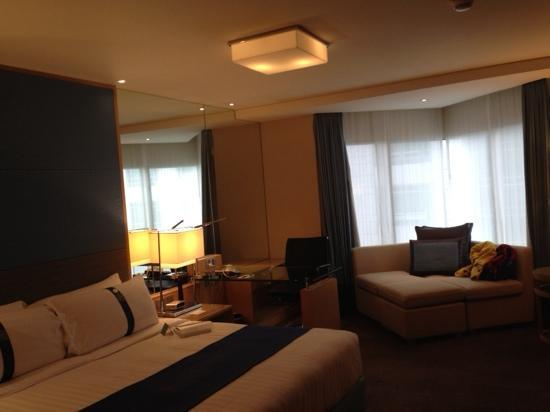 Holiday Inn Bangkok Silom : 大床房