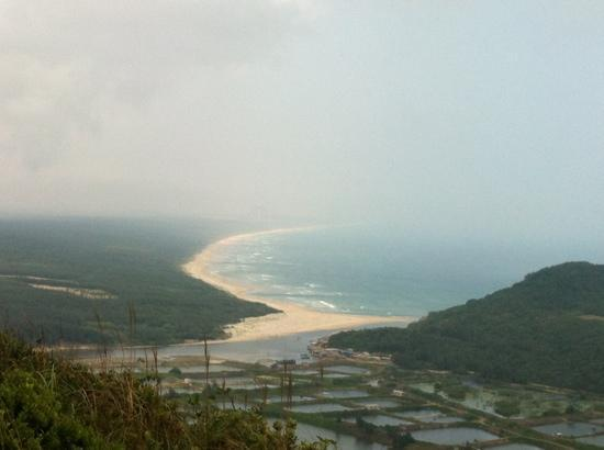 Tonggu Ridge: 铜鼓岭上远眺月亮湾